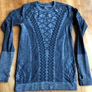 Lululemon long sleeved grey top